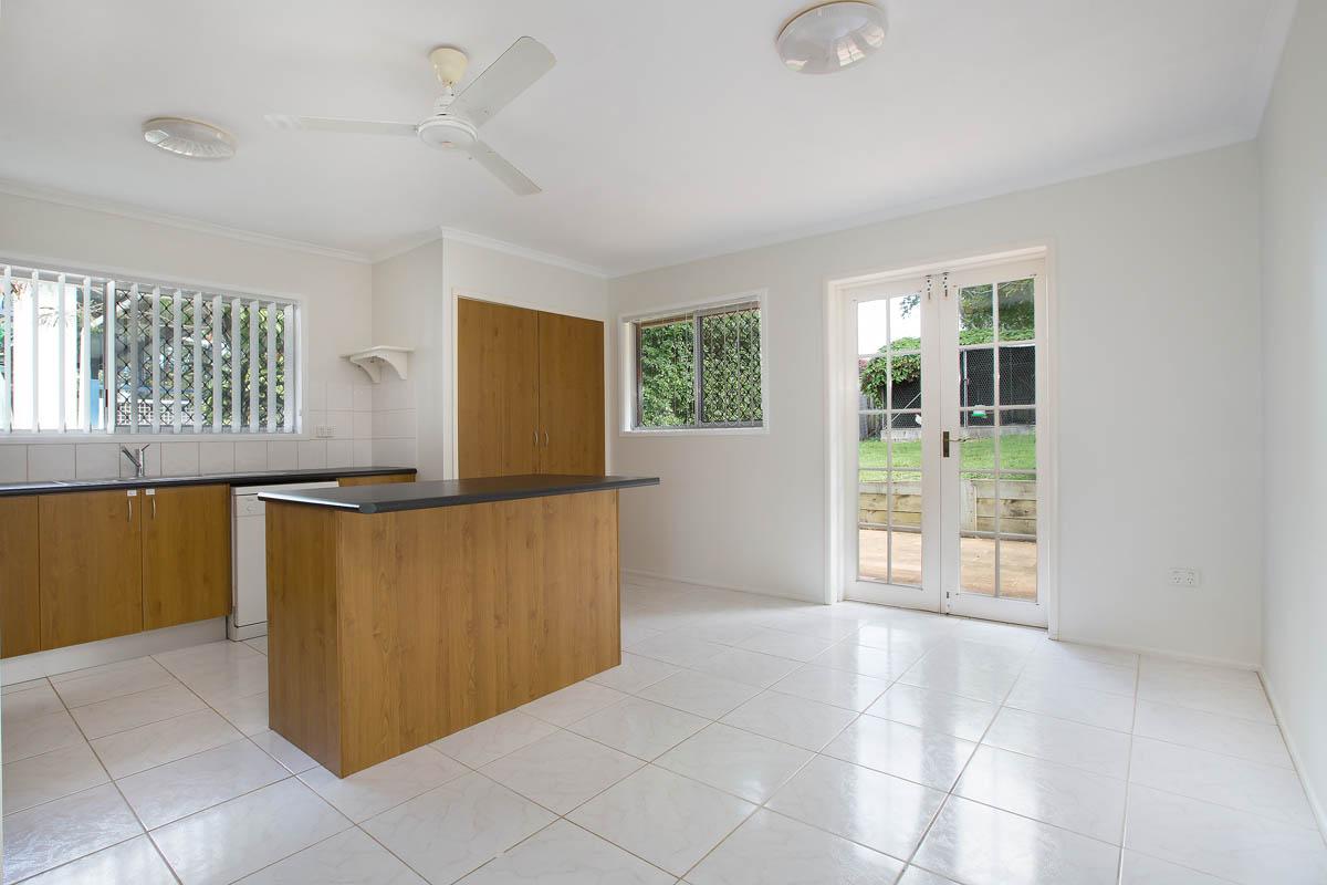 20 Meron St WYNNUM WEST QLD 4178 Image 2