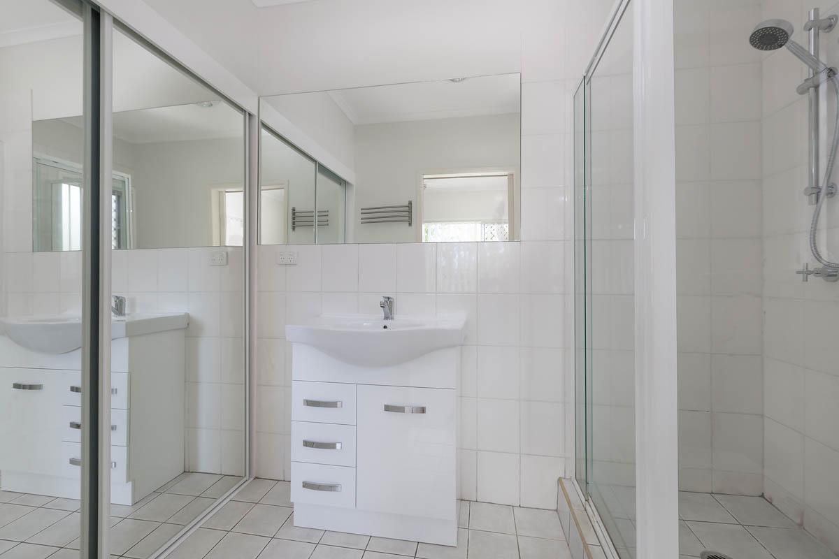 20 Meron St WYNNUM WEST QLD 4178 Image 11