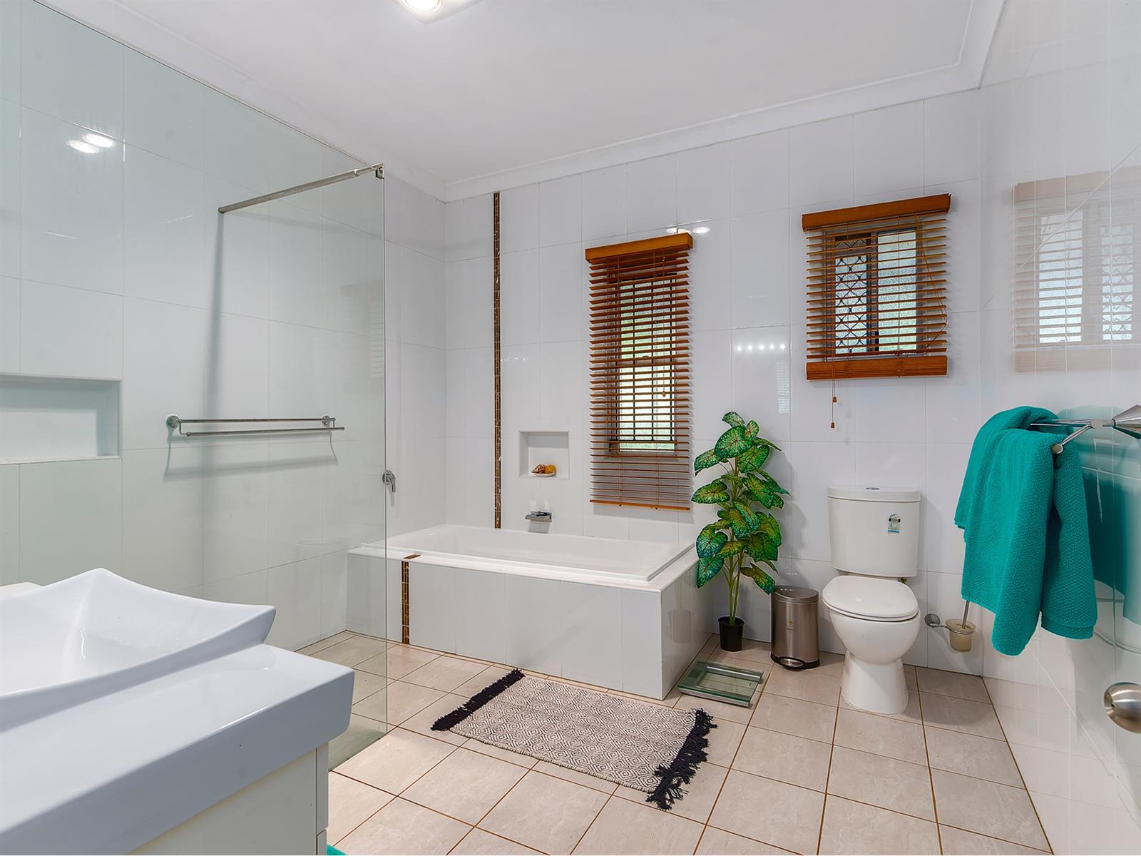 11 Strathfield St TARRAGINDI QLD 4121 Image 8