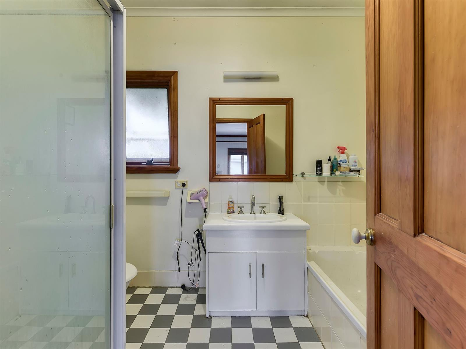 81 Orange Grove Rd COOPERS PLAINS QLD 4108 Image 5