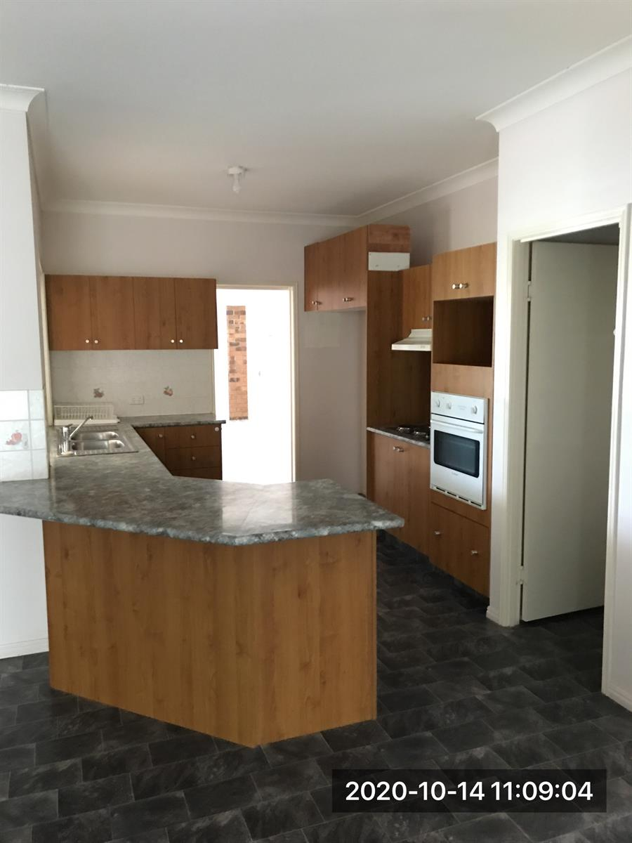 14 Brown Court LAIDLEY HEIGHTS QLD 4341 Image 4