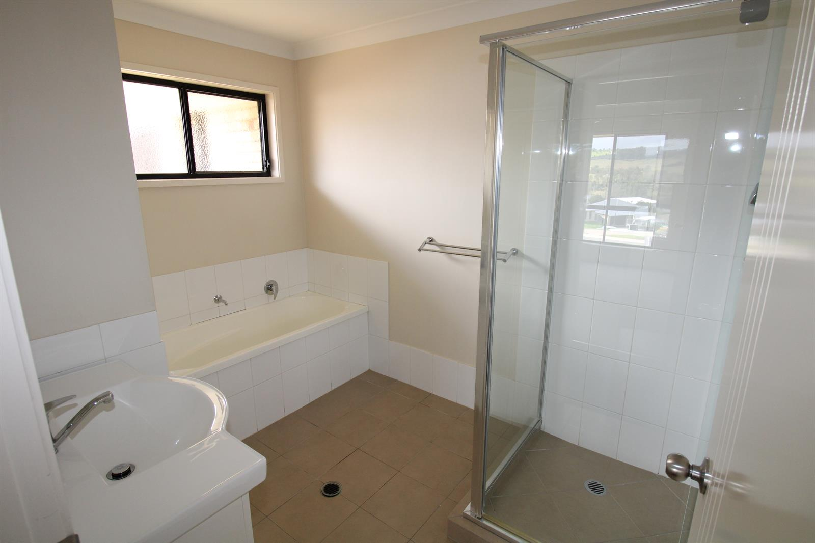 17 Perrys Crescent ROSEWOOD QLD 4340 Image 8
